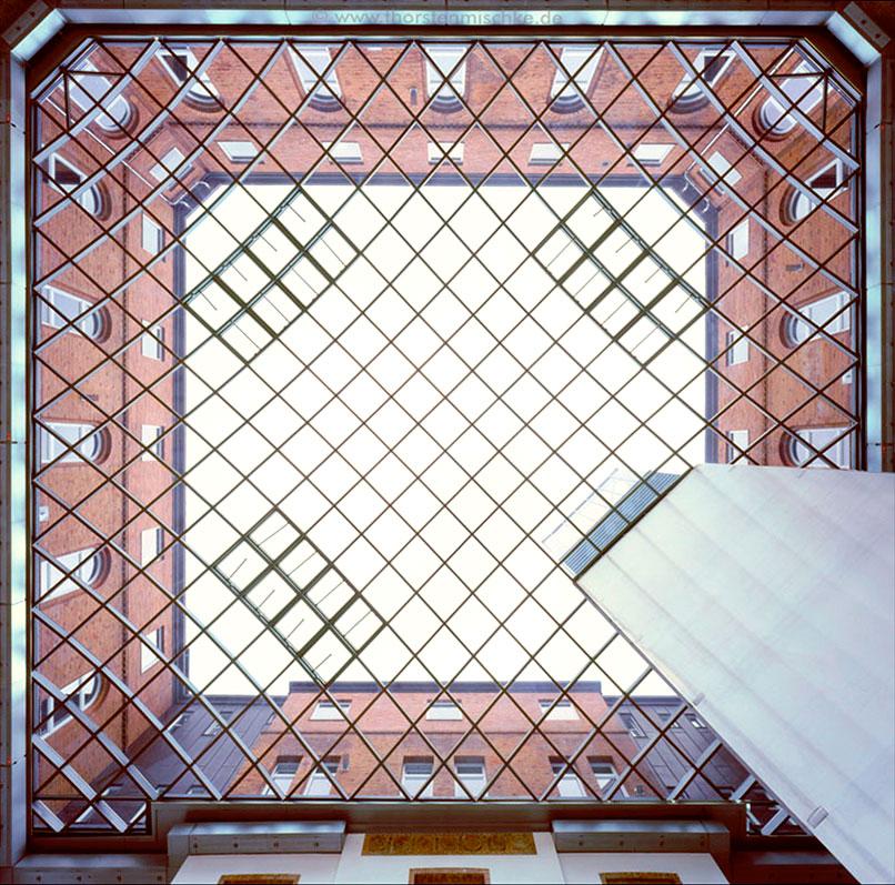 Foto: Landeshaus Kiel-Nordhof-Glasdach Von unten nach oben Tags © www.ThorstenMischke.de Fotodesign Kiel